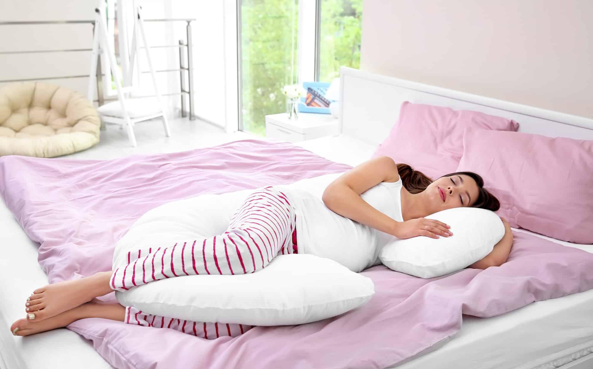 pregnant woman using pillow